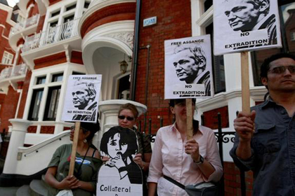 Burkle Center Director Kal Raustiala discusses Julian Assange's asylum with The New Republic