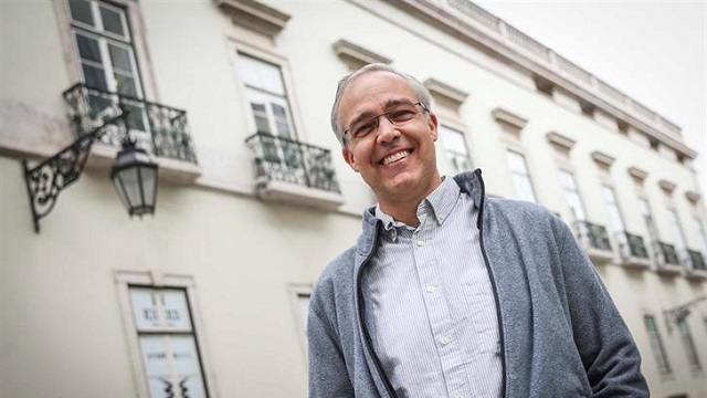 Professor George Dutton receives book prize in Lisbon