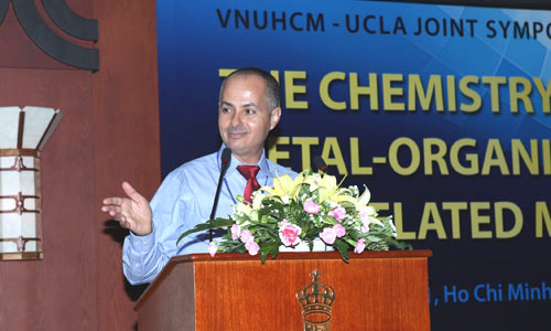 Chemist helps Vietnamese university launch advanced chemistry research center