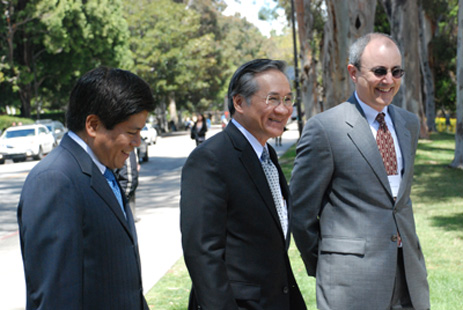 UCLA Center Hosts a Distinguished Alumnus, the Thai Ambassador