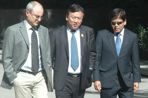 Thai Ambassador Chaiyong Satjipanon visits UCLA