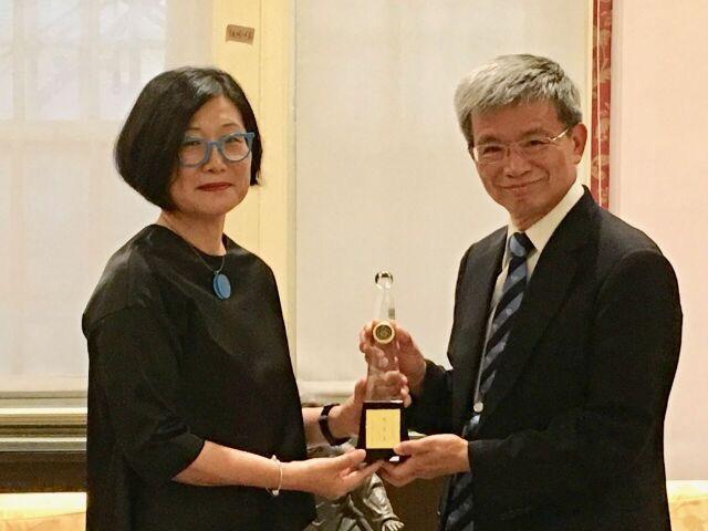 Professor Shu-mei Shih receives distinguished alumnae award from National Taiwan Normal University