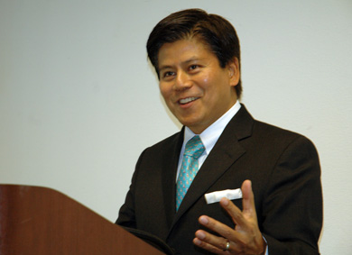 Former Thai Foreign Minister Back at UCLA, with Stories to Tell
